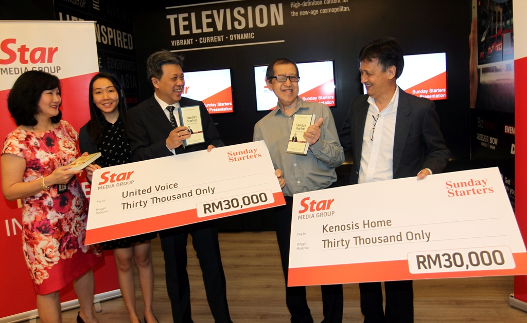 Useful assistance: Wong (third from left) chatting with (from left) Star Media Group chief operating officer, content development June H.L. Wong, Lim, Soo, and Richard Lee after the cheque presentation ceremony to the two non-governmental organisations at Menara Star.
