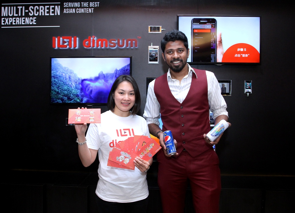 Cool collaboration: dimsum.my's Lam showing the limited edition red packets while Etika's Santharuban shows cans of Pepsi and Isotonic Revive during the press announcement for the promotion at Star Gallery, Menara Star.