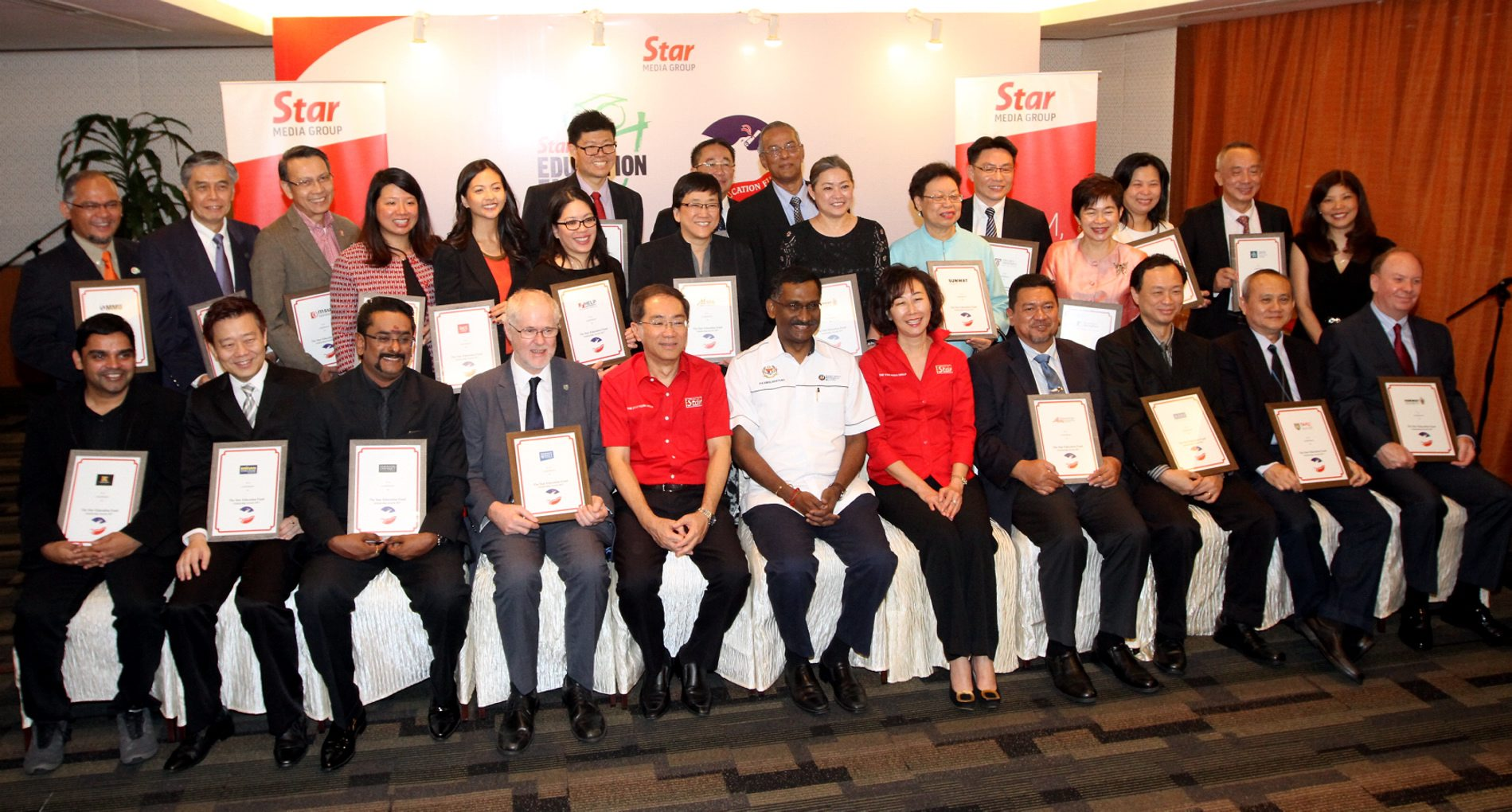 Kamalanathan (sixth from left) with Kan (fifth from left) and Star Media Group Bhd editor-in-chief Datuk Leanne Goh (seventh from left) and Star Education Fund manager Susanna Kuan (standing, far right) pose with the Star Education Fund's partners-in-education at the launch.