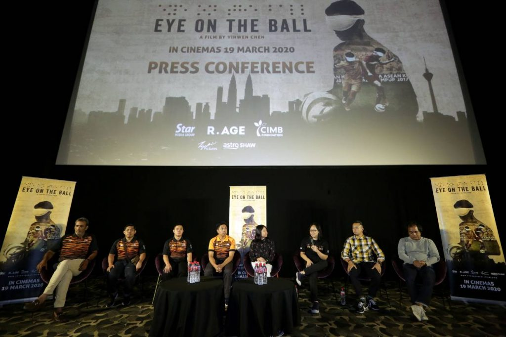 The main characters and Eye On The Ball production crews during the press conference after the gala premiere.